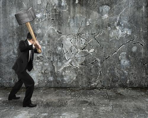 לשבור את החומה מול הלקוחות