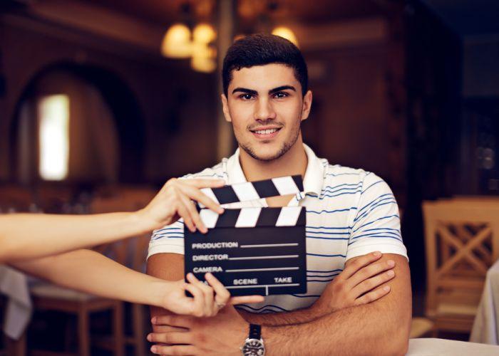 מהו מיתוג קולי לעסקים? ומה צריך לשאול לפני שמכינים סרטון שיווקי?