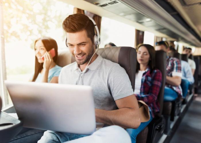 שילוט חוצות זה OUT: 6 יתרונות לפרסום העסק בדיגיטל